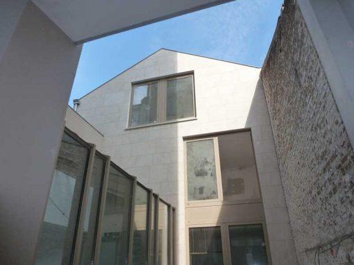 Transformation et rénovation d'une maison unifamilale et d'un cabinet vétérinaire à Saint Gilles